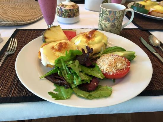 Ogopogo B & B: Eggs Bennies & more