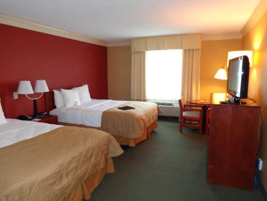 Clarion Hotel & Conference Center Toms River: Guestroom