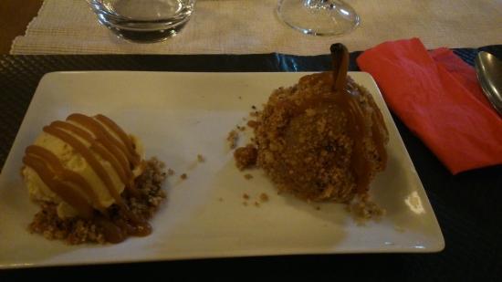 Le Pavillon Bleu : Ma poire pochée croustillante et sa bouel de glace maison vanille/caramel beurre salé.... Encoor