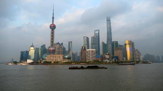 واجهة البوند البحرية: Vue de Pudong depuis le Bund, fin d'après-midi