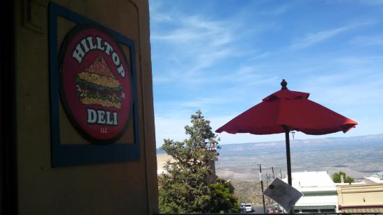 Hilltop Deli: Nice location and view!