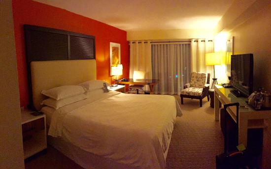 Sheraton Puerto Rico Hotel & Casino: My room with King bed