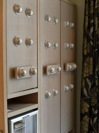 Le Cardinal Hotel: Decor inspired by Daleks?
