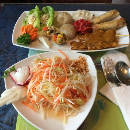 Thai Onzon : Tum Moor salad and appetizer combination platter
