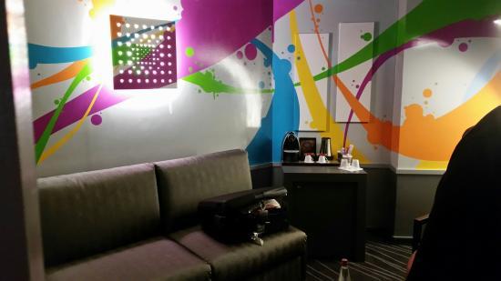 Mercure Rouen Champ de Mars Hotel: décoration de la chambre