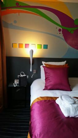 Mercure Rouen Champ de Mars Hotel: au dessus du lit (2mx2m)
