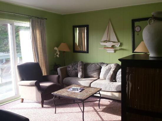 Ocean Terrace Condominium Suites: living room