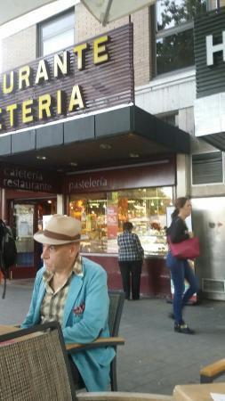 Restaurante restaurante puerta de toledo en madrid con for Puertas de cocina de restaurante