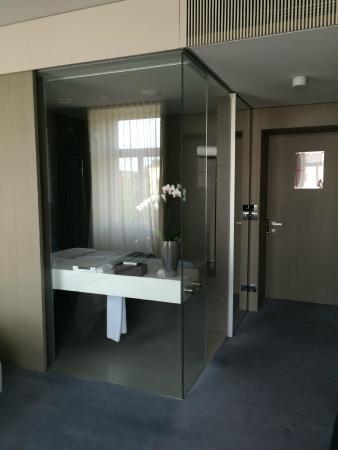 Hotel Cubo: Awesome bathroom