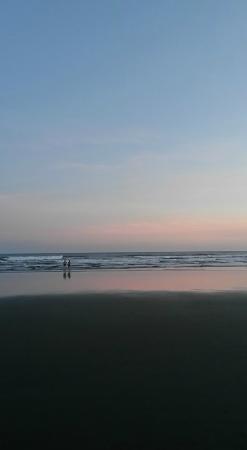 La marea no sube mucho y se puede bañar tranquilamente a cualquier hora