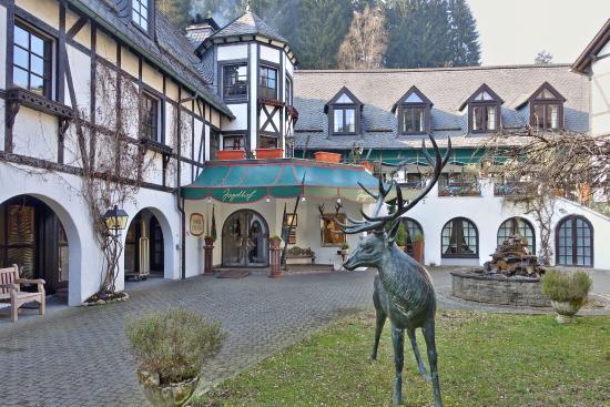Relais & Chateaux Hotel Jagdhof Glashuette: Blick auf den Hoteleingang