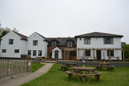 East Knighton, UK: Back of the hotel