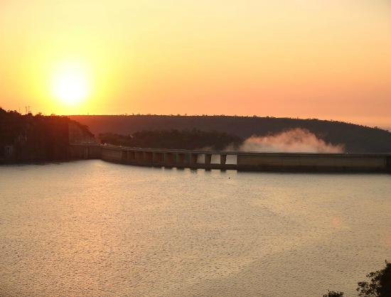 Jozini Tiger Lodge and Spa: Beautiful sunsets over the Jozini Dam