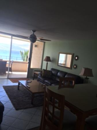 Island Sands Resort: Living room 512