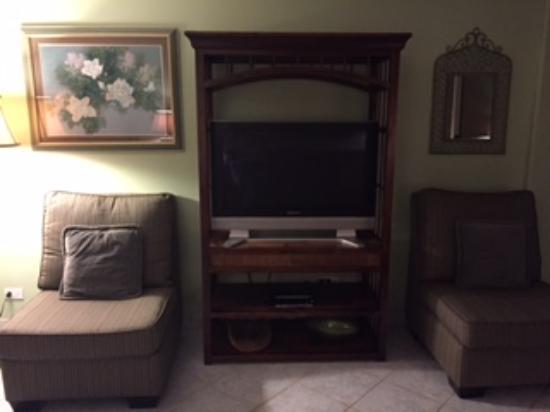 Island Sands Resort: Living room 512