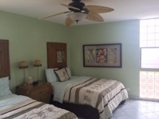 Island Sands Resort: Guest Bedroom 512