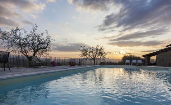 Colle San Giovanni : La piscina