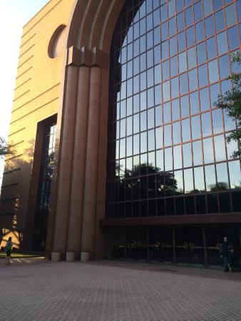 Houston Grand Opera : Building facade
