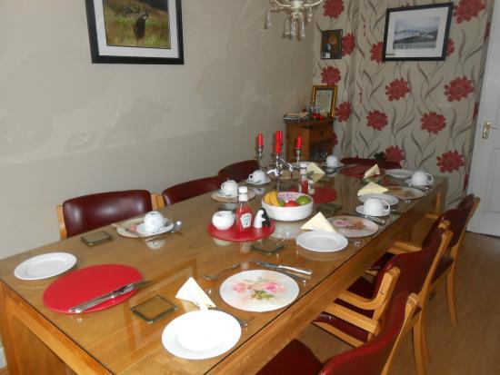 Annamoe, İrlanda: Table dressée pour le petit déjeuner