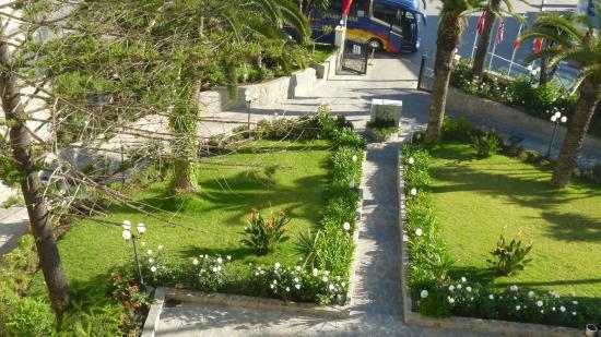 Grand Hotel Villa De France Entree Et Jardins