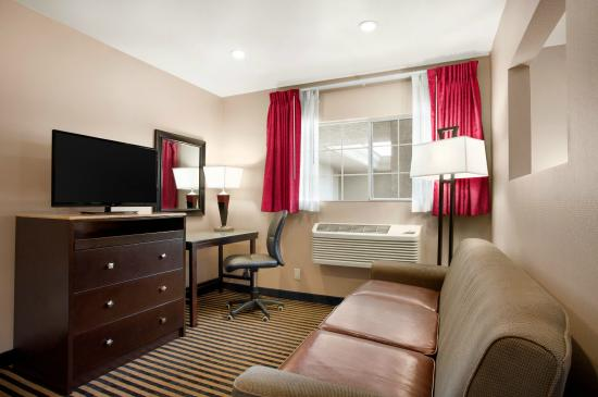 Ramada Marina Del Rey: Ramada Inn Marina Del Rey King Bed Suite1