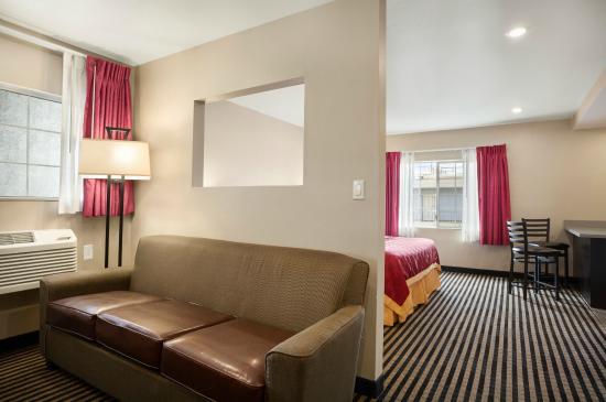 Ramada Marina Del Rey: Ramada Inn Marina Del Rey King Bed Suite2