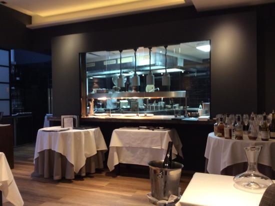 Le Noir: Blick in die offene Küche