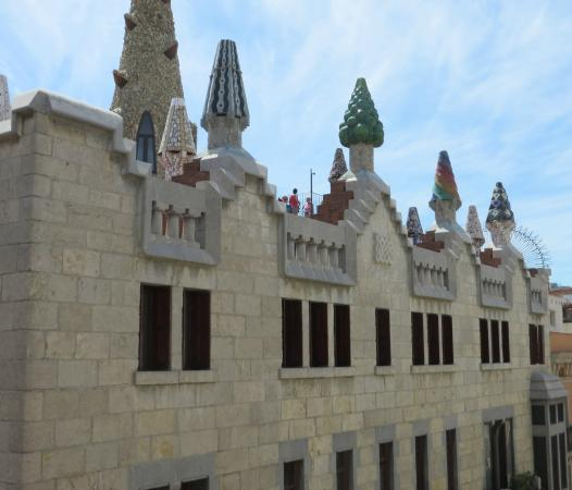 Happy Apartments: View of Palau Guell from the balcony
