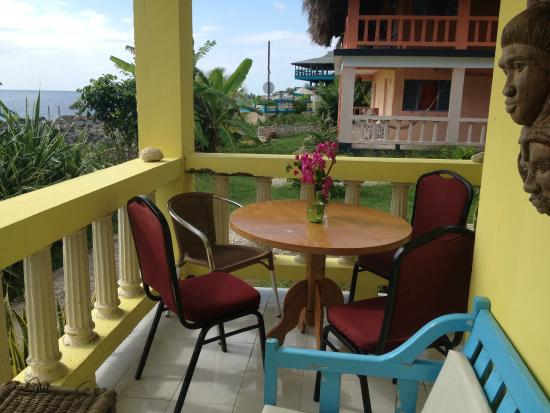 Negril Escape Resort & Spa: Back to Africa - full kitchen with dining on veranda