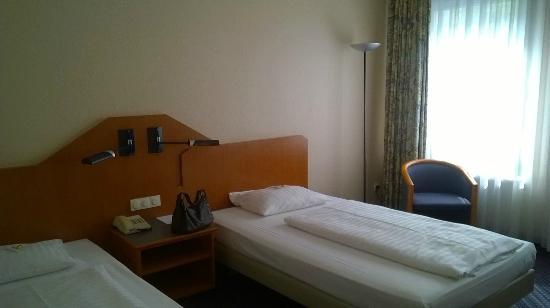 Arcadia Hotel Berlin: La nostra stanza all'arrivo.
