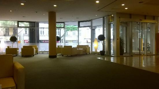 Arcadia Hotel Berlin: La hall dell'hotel.