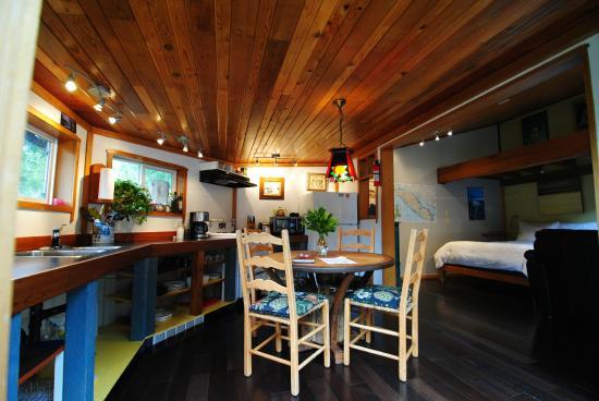 Gold Coast Retreat: Shipwreck dining room