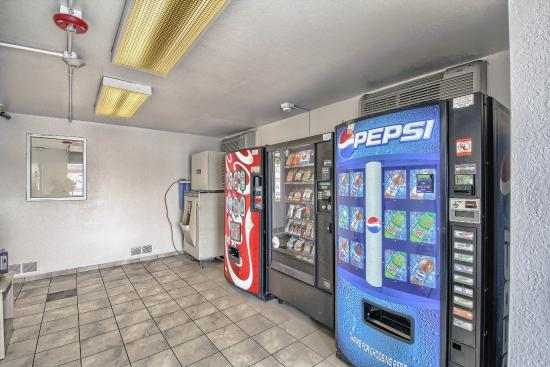 Motel 6 San Antonio East: Vending