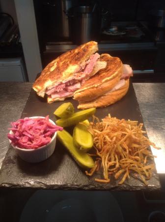 Louie Pauls Bistro: Sandwiches