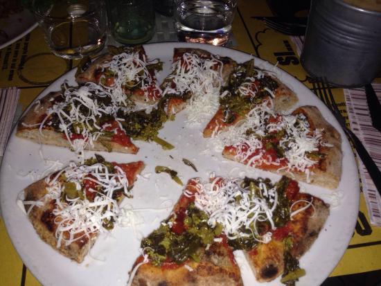 Pizza gourmet via emilia mortadella crema di for Il portico pizzeria bologna
