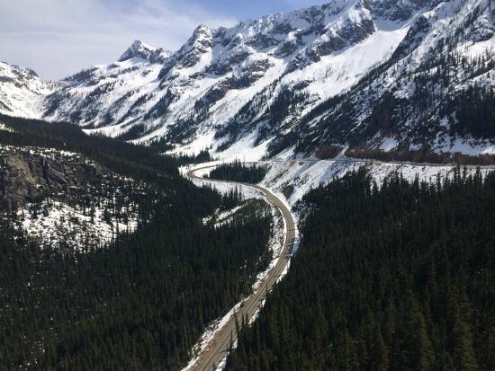 Washington Pass Overlook: view 3
