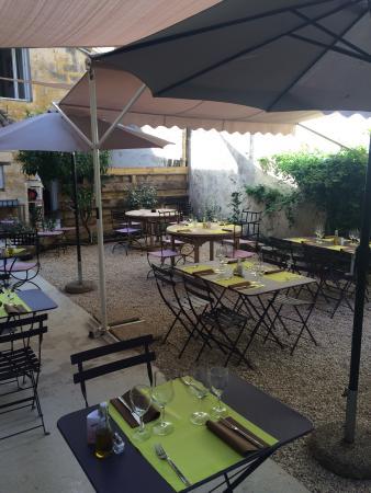 Au jardin des carmes avignon restaurant bewertungen for Resto au jardin