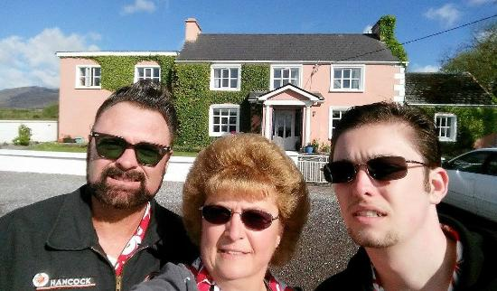 Murphy's Farmhouse: Us in from of the B & B !