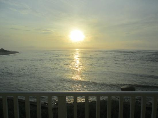 The Sparhawk Oceanfront Resort: Mother's Day sunrise Rm 54