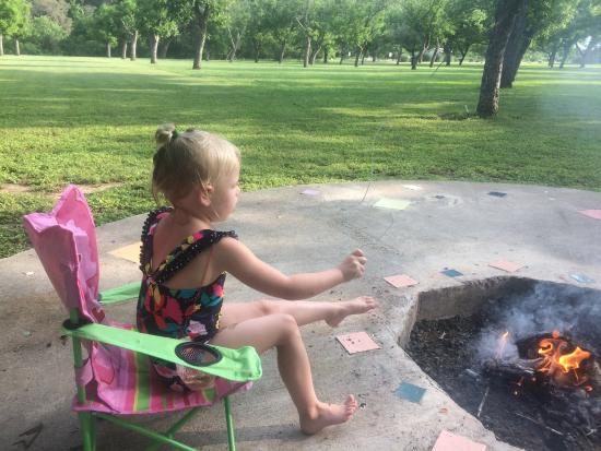 Seven Bluff Cabins on the Frio: Beautiful place and all the s'mores you can make with the firepits!