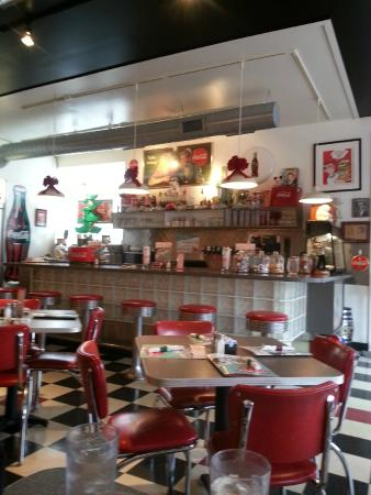 Attrayant Cafe Manhattan: 50u0027s Inspired Decor.