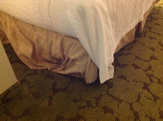 Hilton Garden Inn Montgomery East: This is how the bed skirt looked when I checked in