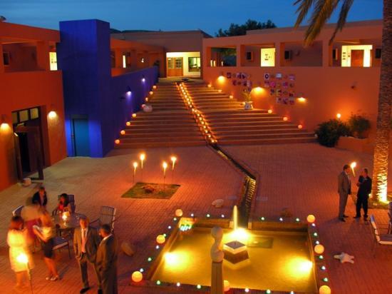 Hotel de Naturaleza Rodalquilar Spa Cabo de Gata : Patio interior de noche