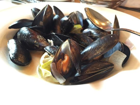 St. Michael's Alley: Mussels and mushroom cakes