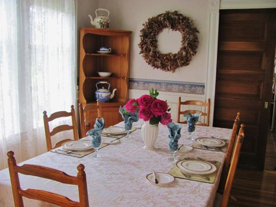 Joseph Mattey House: Table set for breakfast