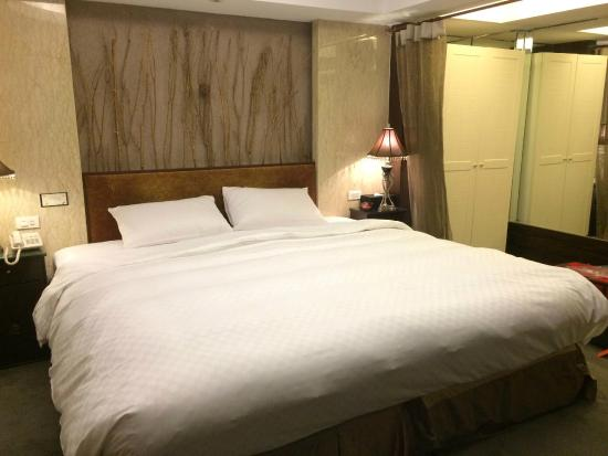 Taipei Lotty Hotel: Comfortable large bed