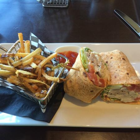 Range Lounge & Grill: Marinated Chicken Wrap and fries