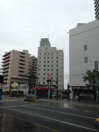 Hotel Route Inn Kumamoto Ekimae : View of the hotel from across the street