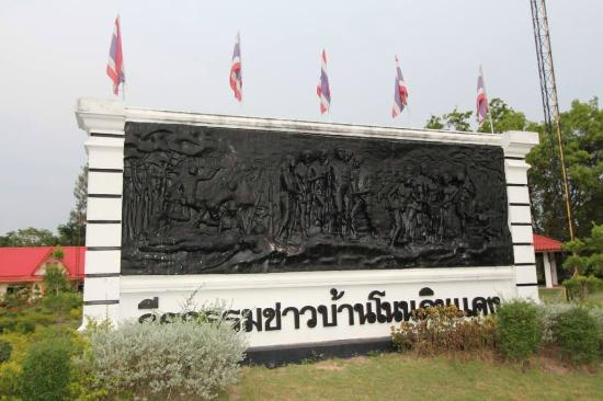 Buriram, Tajlandia: Mural depicting scenes from fighting Communists