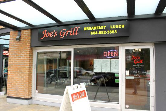 Joe's Grill: Outside